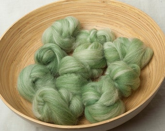 Blended white and green Battlings, perfect for spinning or felting (160077)