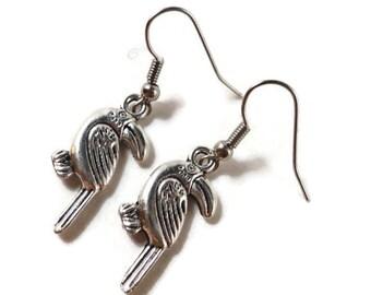 Silber Toucan Ohrringe, Tropenvogel Ohrringe, tropischen Schmuck, Metall Charm Schmuck, bezahlbaren Schmuck, Geschenk für sie, Geschenkidee