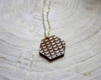 Wooden necklace hippie chic style, natural wood hexagon pendant collar, brown fish scale pattern, metal gold color, design & made in France
