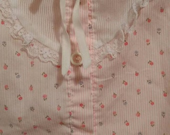 Vintage Mini Togs Girls blouse, rosebuds and lace