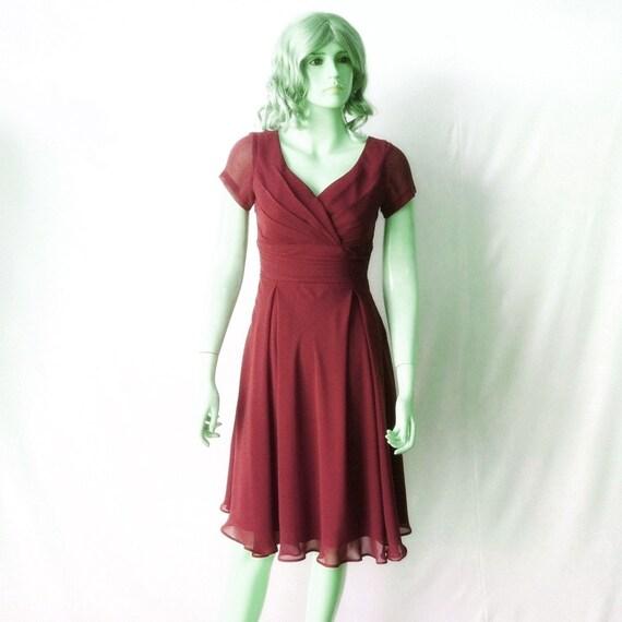 robe bordeaux avec des manches robe de demoiselle dhonneur. Black Bedroom Furniture Sets. Home Design Ideas