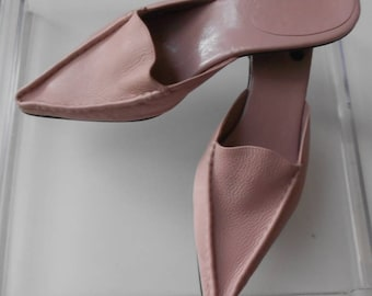 St. John's Bay women's shoes leather upper man made sole/Pink pebbled leather upper shoes/Kitten heel/Miranda made in Brazil/Size 8.5