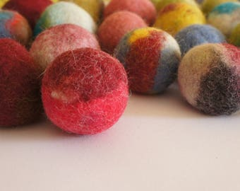 Cat toy, felted wool balls. Handmade from ecological wool by Kivikis. 3-4 cm