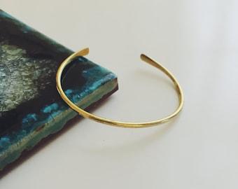ONE Hammered Cuff Bracelet / hammered brass bracelet / skinny hammered bracelet / minimal cuff bracelet / hammered gold bracelet