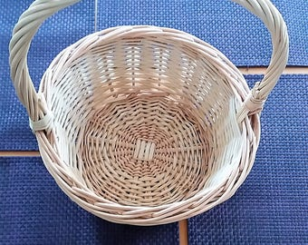 Wicker basket with handle, basket, to store the baby's tools.