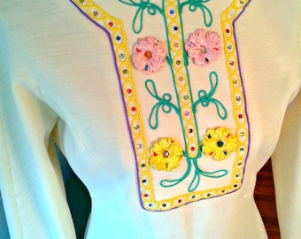 GrOoVy Sweater dress / 1970's / Embroidery  / Hippie / Boho / Ivory Cream Color / Long Sleeves / Vintage Dress / Med/ B36 W30