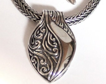 Sterling Silver Necklace, 16inches, 42cm. (B42-9)