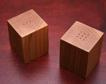 Wooden salt and pepper shaker. Wooden shakers. Table decor. Kitchen decor.