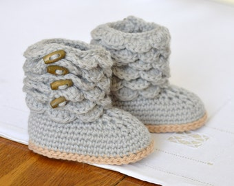 Crochet Pattern Baby Booties with Scallops Baby Shoes Pattern Photo Tutorial Instant Download