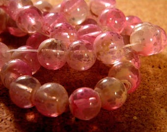 20 translucent 10 mm speckled 2 tone glass beads - pink PE188-2
