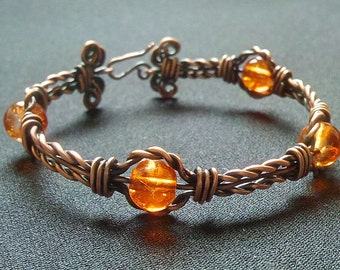Braided bracelet in copper and orange glass beads