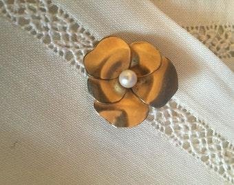 Vintage WRE Small Flower Brooch pin, estate jewelry