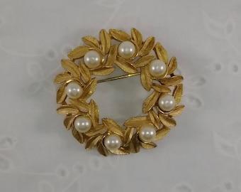 Vintage Avon Gold Tone & Faux Pearl Wreath Brooch