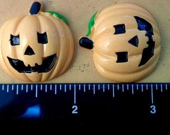 "1 Each 1"" x 1"" Halloween Jack-o-Lantern Flat Back Plastic Resin Embellishment"