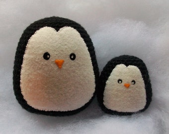crochet amigurumi penguin momma and baby // toy or ornament // MADE TO ORDER