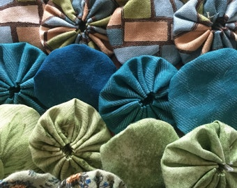 Quilting Yo-yos, fabric yo-yos , sewing yo-you, teal, green and beige assortment embellishments for scrapbook APPLIQUE Quilt GARLAND