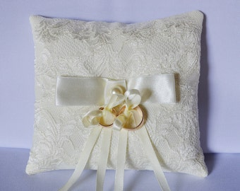Wedding ring pillow, ivory lace ring pillow, wedding accessory, ring pillow, ring bearer pillow, wedding ceremony pillow, elegant pillow