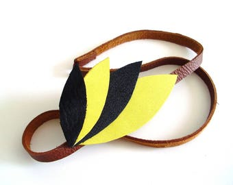 * Headband yellow feather leather *.