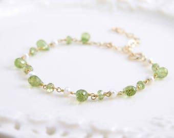 August Birthday ~ Peridot Bracelet ~ Genuine Peridot with Pearl ~ Dainty Gemstone Bracelet ~ August Birthstone ~ Gift for Her