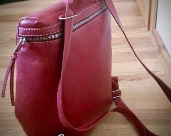 Custom made natural leather backpack fashionable leather backpack convertible bag