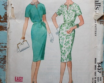 1960s wiggle dress pattern / McCall's 5437 / belted day dress with raglan sleeve / bust 32""