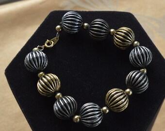 "Pretty Vintage 14mm Gold tone, Silver tone Beaded Bracelet, 8-1/4"" (Z7)"