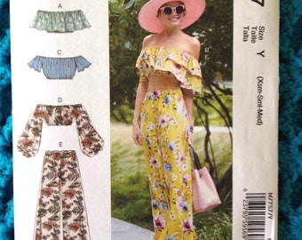 McCall's 7757, Misses Tops and Pants, Off the Shoulder, Ruffles, Loose Fit, Sleeve Variations, Easy, New uncut sewing pattern