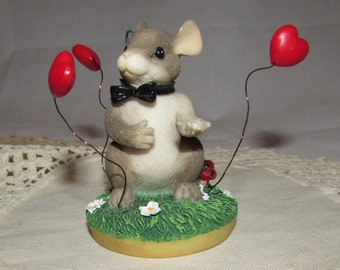 Vintage Resin Mouse Groom figurine, Charming Tails by Dean Griff for Fitz and Floyd, 1982, My Hearts all a Flutter, heart, original tag