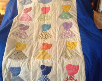 Handmade twin quilt with 2 decorative pillows