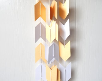 Arrow Garland in Gold and White