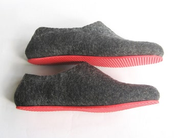 BIG SALE. Mens Slippers Color Rubber Soled Felted Slippers Charcoal. All sizes. Case of Cold Feet