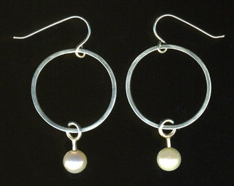 modern pearl Bridal bridesmaid hoops minimalist dangle Earrings