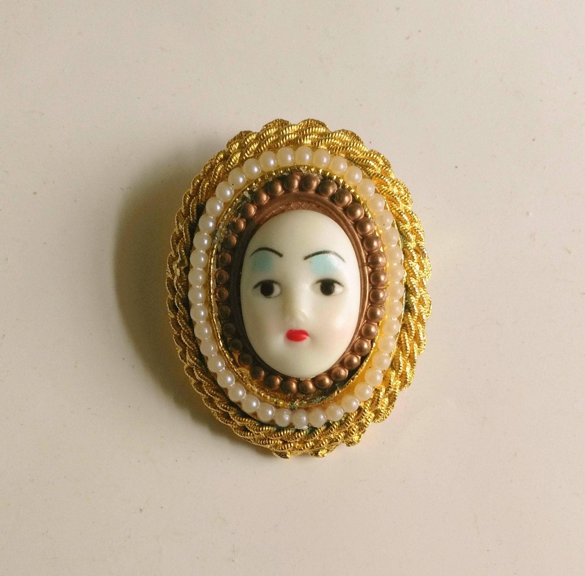 Vintage girl face brooch womans face cameo white zoom reviewsmspy