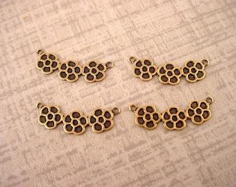 4 Messing Ochse geschwungene Gänseblümchen Cluster 2 Ring Stecker Herzstück links rechts charms
