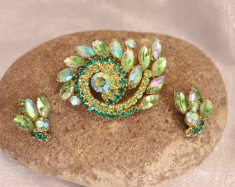 Vintage Shades of Green Rhinestone Earrings in Gold Tone Clip on style, All the Fashion!
