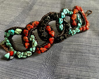 Chain of turquoise coral and onyx bracelet