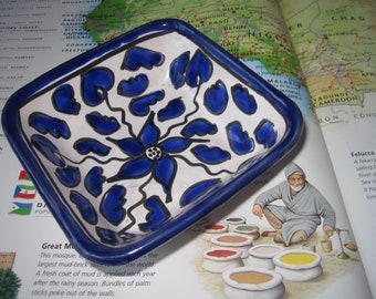 Hand painted Trinket or Candy Dish - Vintage Tunisian Folk Art/ Ceramic North African Pottery