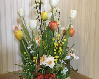 VASE WITH FLOWERS Tulips Daffodil Hydrangeas