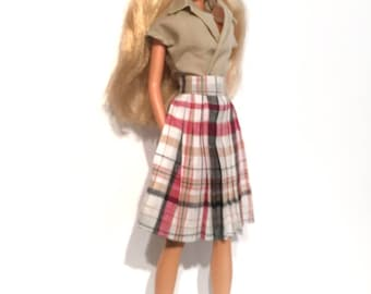 Barbie Set of shirt and pleated skirt. Conjunto de falda plisada y camisa