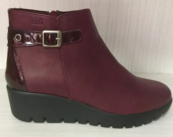 Leather boot and comfort removable template