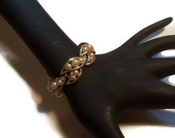 Vintage Pearl Bracelet, Signed Lisner, Gold Tone Setting