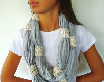 Collar gris hecho a mano. Collares originales para mujer. Bisutería moderna. Ideas para regalar para ella. Accesorios de moda