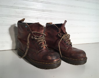 Dr. Martens Brown industrial vintage 8 lace up shoes Air cushion sole size 5 US doctor doc platform laces grunge preppy worker sturdy
