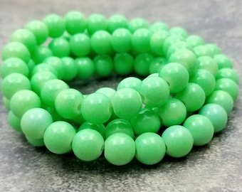 50 Bright Green Glass Beads 8mm round (H2643-crbb)