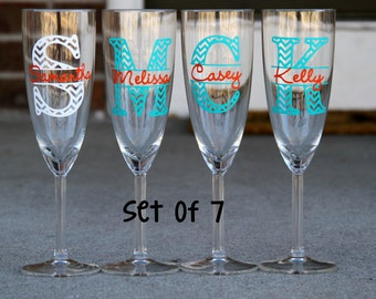 Set of 7 Champagne Flutes - Chevron Monogram with Name - Choose 2 colors - Great for your whole bridal party or your girlfriends!
