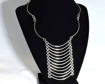 Silver Dangle Curved Necklace