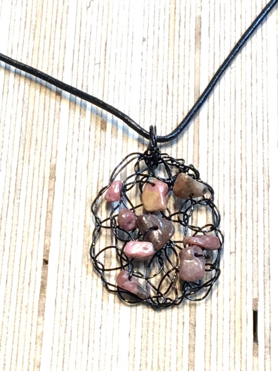 SJC10312 - Handmade black coated copper wire crochet oval pendant necklace with rhodochrosite gemstone chips