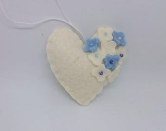 Felt heart ornament with flowers - White with blue and white - nursery decor - Spring nature decoration - ideas for Easter