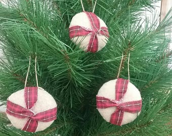 Primitive Peppermint Candy Ornies - Set of 3 - Christmas Ornaments - Hanging Grungy Felt Stuffed Mints - Country Primitive Holiday Decor