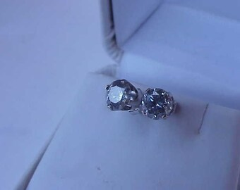 1.60ct Solitaire Diamonds 14k WG Earrings Studs, Comes with the Jewelry Appraisal & Gemological Report